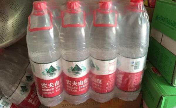 1.5升的水开瓶后放几天,2-3天内喝完为好(放久了喝也无害)