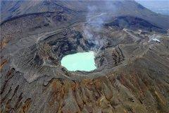 世界上最大的火山口 日本阿苏山火山口(喷发剧烈)