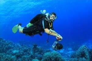 蛟龙号潜水员吓疯传说,海底惊现12米巨型真龙吓死人