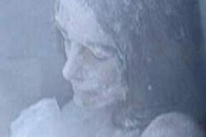 揭秘反常脱衣现象,人在冻死时会脱衣服露出死亡微笑