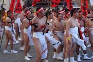 世界上最羞耻的节日,日本屁股节(满大街都是光屁股)