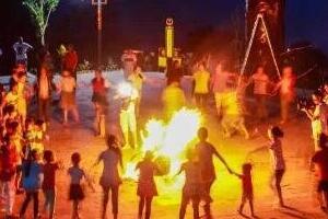 古老传统的彝族火把节,彝族人民的新年(农历6月24日)