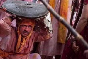印度打男人节,棒打男人/往死里打不还手(有利家庭和睦)