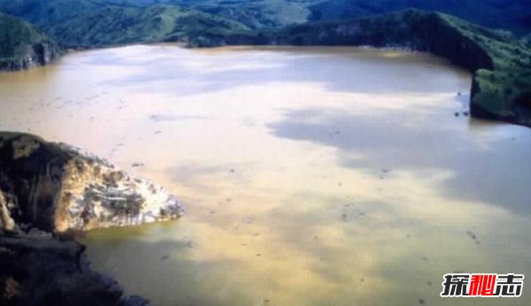世界上最吓人的湖 被誉为杀人湖,火山爆发随时发生