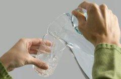 水重復燒開的害處有哪些 為什麼不能經(jing)常喝這種水