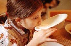 睡前喝牛奶可以助眠吗 为什么喝纯牛奶能助眠