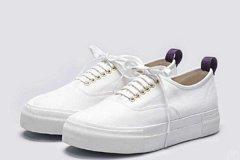 小白鞋鞋頭有折(zhe)痕怎麼消除 小白鞋日(ri)常保養要注意哪些(xie)