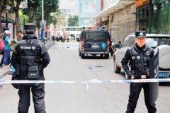 安徽持枪劫持人质事件:警方对峙嫌犯八小时(街头枪战)
