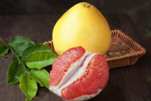 孕妇能吃红柚子吗,可以吃/吃了促进胎儿发育(不宜多吃)