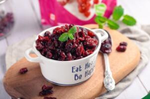蔓越莓干泡开水还是温水,凉开水泡最好(有养颜美容的作用)