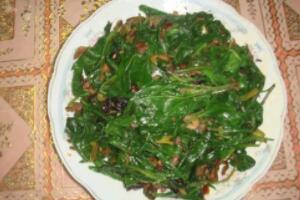 明月草的正确食用方法,一天嚼食15片/煲汤食用/煎水饮用
