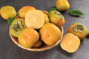 脆柿子不能和什么一起吃,蟹、红薯、醋、酒(同吃对身体不好)