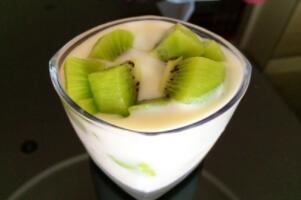 猕猴桃酸奶能一起榨汁吗,不能(同食影响消化使人腹痛)