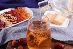 喝五宝茶的禁忌,孕妇和哺乳期女性禁喝(未成年也不要喝)