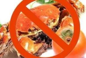 大闸蟹和柿子一起吃吗,不能一起吃(容易出现腹痛)