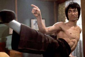 李小龙厉害到什么程度:一秒打9拳踢6次腿(拳力400磅)