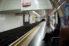 世界第一条地铁:大都会地铁,长6.5千米(采用蒸汽机车)