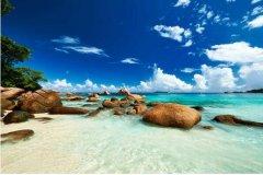世界上最美的海滩:赛舌尔500种植物,玻璃海滩五彩斑斓