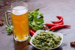 毛豆和啤酒可以一起吃吗?可以,多吃引起痛风(关节变形)