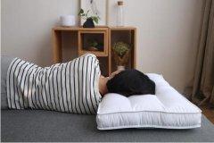 枕头为什么会发霉?受潮或有汗渍,需太阳暴晒(酒精消毒)