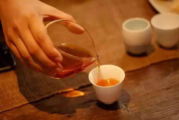 隔夜茶能喝吗对身体有害吗 隔夜茶不能喝,可能会有毒