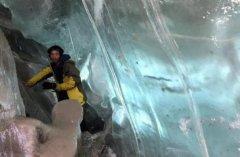 """""""西藏冒险王""""跌落冰河原因是什么?踩到暗冰滑入冰川"""