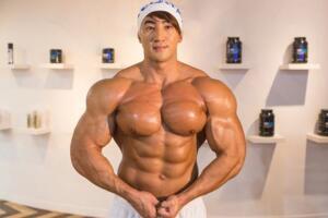 韩国健美先生黄哲勋,肌肉怪兽与小鲜肉的结合体