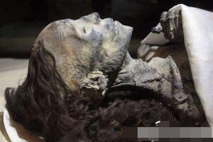 千年古墓竟挖出女活人视频 古尸凌惠平鲜如活人还会呻吟(假的)