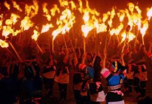 火把节是哪个民族的节日,彝族白族纳西族为首的少数民族