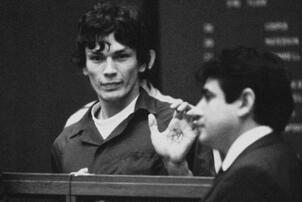 美国杀人魔理查德·雷瓦·拉米雷斯,奸杀19人还在狱中结婚