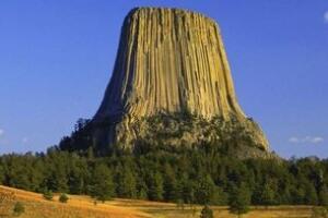 美国魔鬼塔之谜,传说中外星人基地(火山喷发形成/图片)