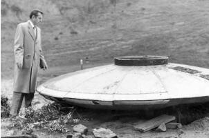 美国首任国防部长自杀之谜,公布外星飞碟被美国政府谋杀