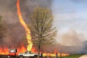 罕见现象火焰龙卷谜团,火焰龙卷风的产生原理揭秘(视频)